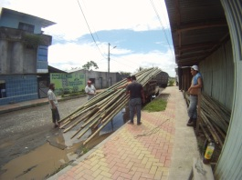The first construction materials that we buy: 34 sticks of bamboo, approx 10m long.