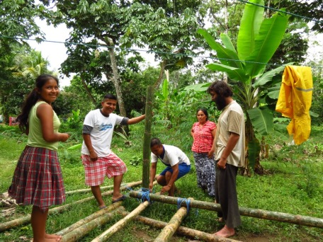 The local family from whom we rent the land during the construction have been helping us a lot with the construction. Here they are showing us how to tie the bamboo joints in a very strong manner