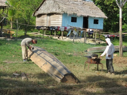 Henrik and Peycho are preparing the boat for an upstream adventure on the Ampiyacu River: melting tar and sealing the joints