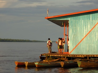 A floating house, in front of Jutai